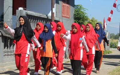 Siswa MTs dan SMK Al Falah mulai latihan baris berbaris.